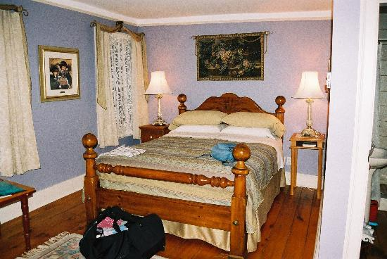 Royal Manor Bed and Breakfast: Our room with en suite - all spotless