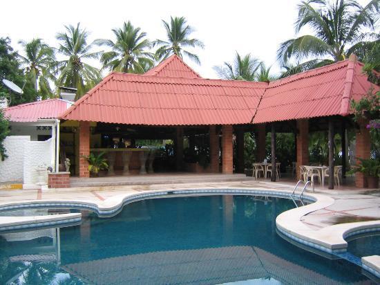 Hotel Las Brisas del Pacifico: Pool And Restaurant