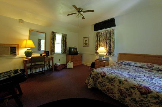 Mammoth Cave Hotel: Mammoth Cave cabin interior