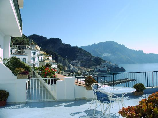 Santa Caterina Hotel: View from bedroom of Amalfi