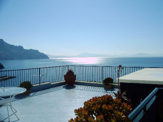 Santa Caterina Hotel: 2nd view from bedroom of Amalfi