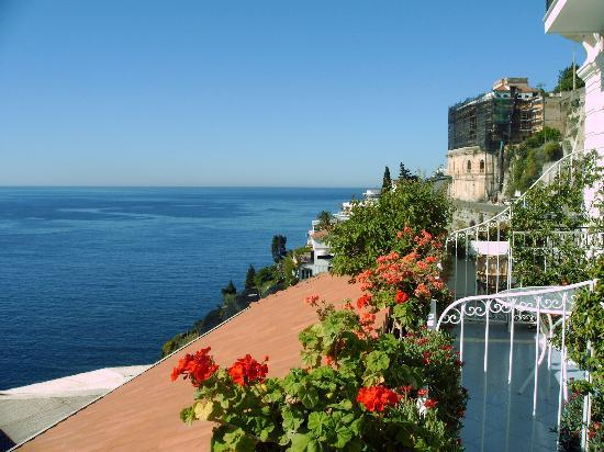 Santa Caterina Hotel: 3rd view from bedroom of Amalfi