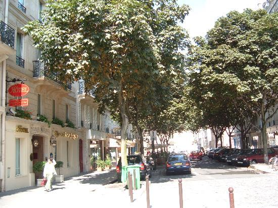 Relais Saint-Jacques: Tree Lined Rue & Front of Le Relais Saint Jacque