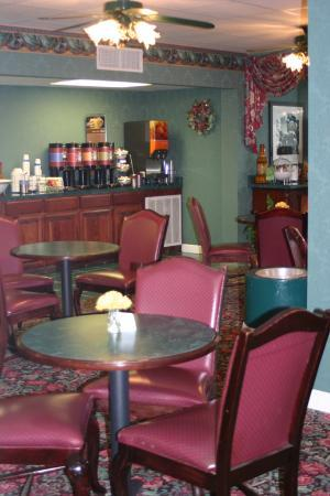 Hampton Inn Russellville: The breakfast nook.