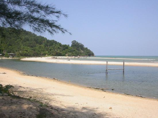 Kuantan, Malasia: The beach front at Rhanna Pippin Beach Bar