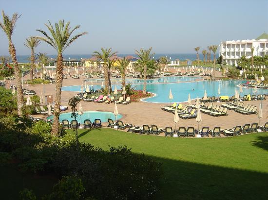 Iberostar Founty Beach: Pool and terrace area.