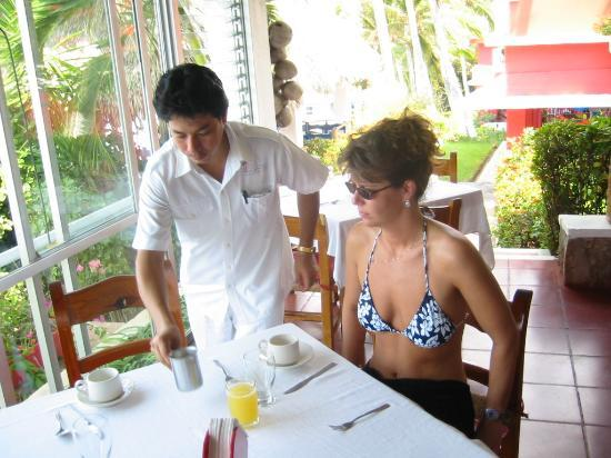 Hotel Los Flamingos: breakfast is served