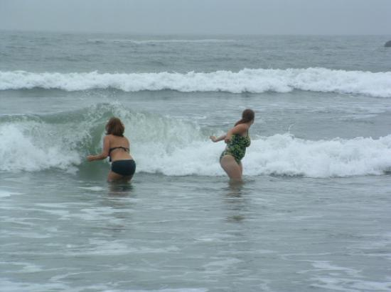 Mora Campground: splashing in the waves at second beach
