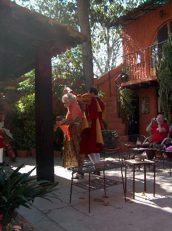 La Mansion Del Bosque: Ruth dancing in courtyard