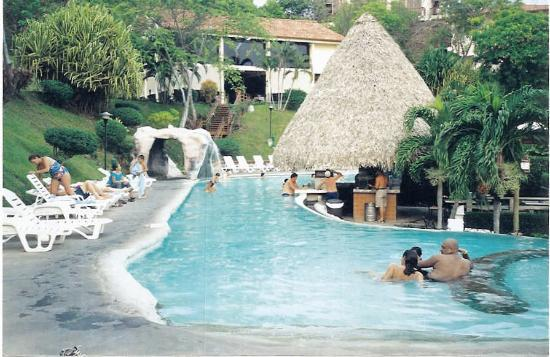 Villas Sol Hotel & Beach Resort: Pool