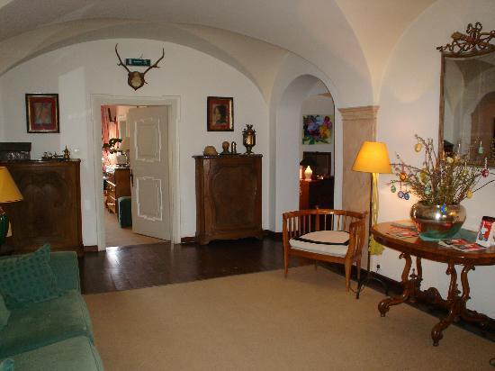 Villa Mellon: Entrance Hall