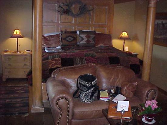 Adobe Village Inn: Sundance Room