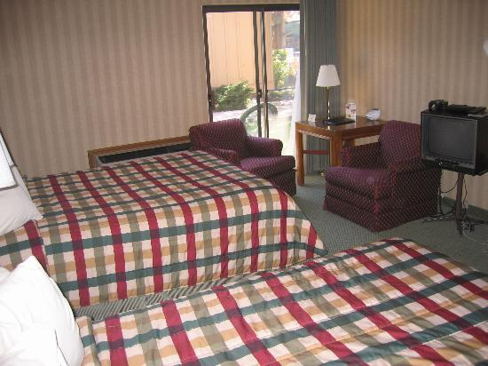 Red Lion Hotel Twin Falls : Double Queen Room with Courtyard View