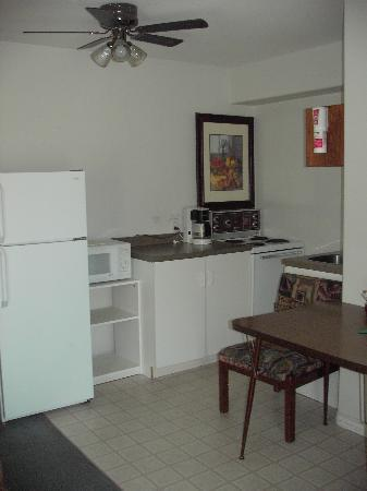 Destiny Beach Resort: kitchen in unit #13