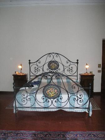 Hotel Villa Montegranelli: The bed in our suite