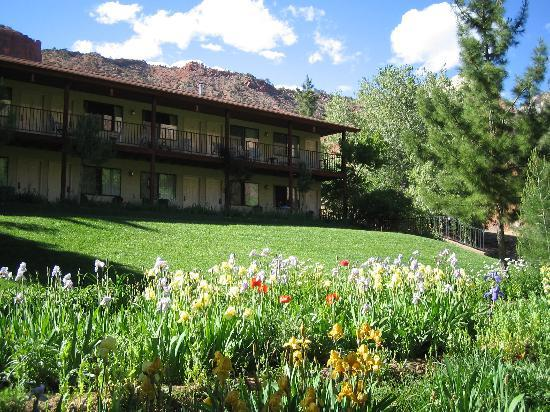Cliffrose Lodge & Gardens: riverside building gardens