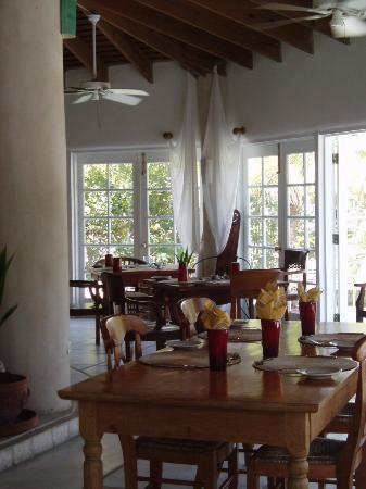 Kamalame Cay: The dining room