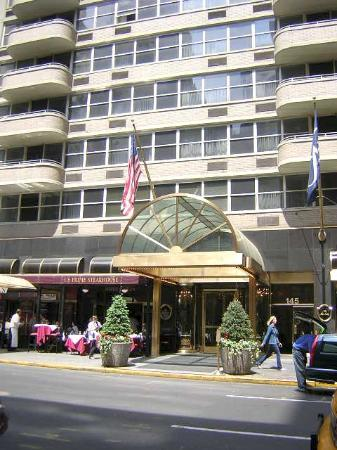 The Kimberly Hotel : Entrance to the Kimberly (50th St.)