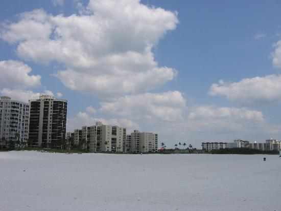 Gulfview Manor Resort: the beach, facing south