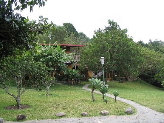 Arco Iris Lodge: view of the main building and the grounds