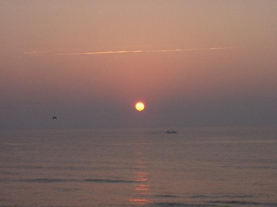 Beach House Inn and Suites: Fishing boat at sunrise off Carolina Beach