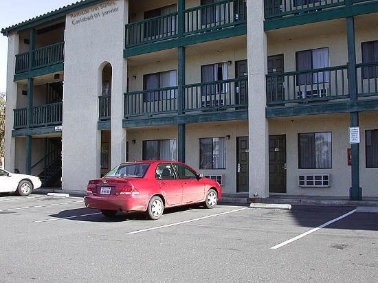 Best Western Carlsbad by the Sea: Rooms with view of parking