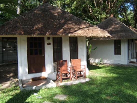 Al's Hut Resort: View of bungalow