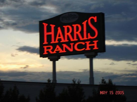 Harris Ranch Inn : A welcoming sign seen for miles