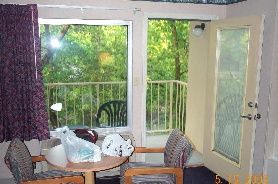 Twin Mountain Inn & Suites: View of room to the private balcony