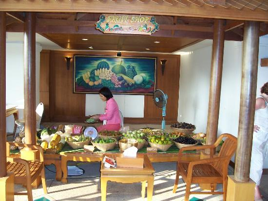 Diamond Cliff Resort and Spa: Diamond Cliff lobby/fruit shop