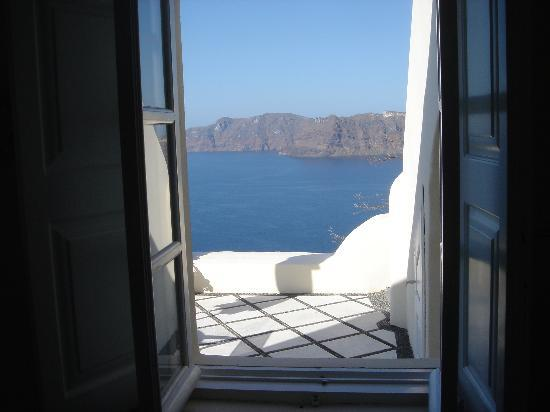 Canaves Oia Hotel: view from a window