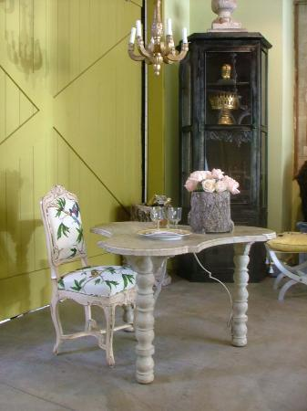 21 Arrondissement: Beautiful French Style Furniture