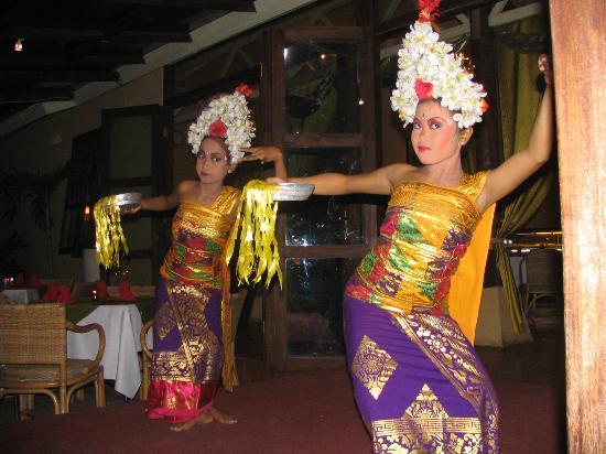 Pelangi Bali Hotel: Benny's Balinese Dancers