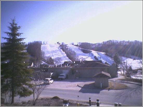 Carriage Hills Resort: the melting snow.. we went between the skiing and golfing season