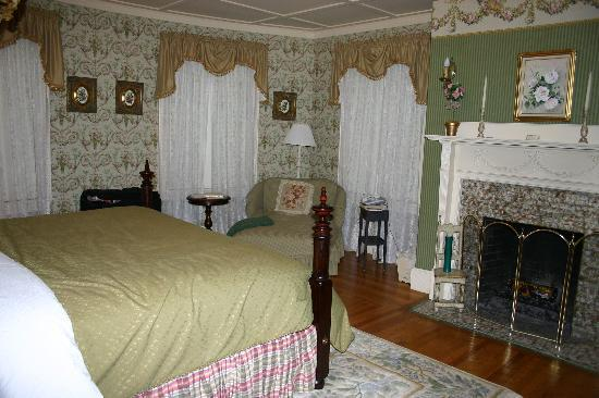 Berry Manor Inn: Our Room