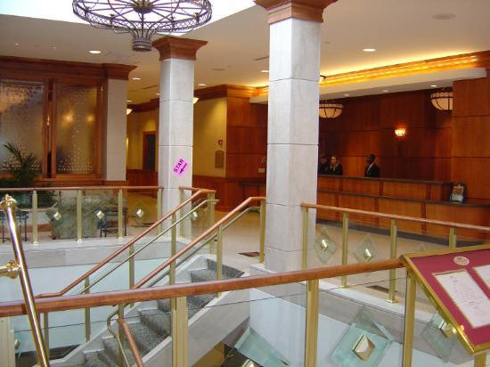 Crowne Plaza Hotel Philadelphia - King of Prussia : Lobby and Reception Desk.
