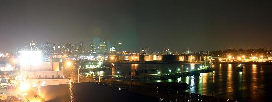Hampton Inn Boston-Logan Airport: Boston from Hotel-Night