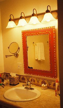 Sibonne Beach Hotel: Bathroom vanity