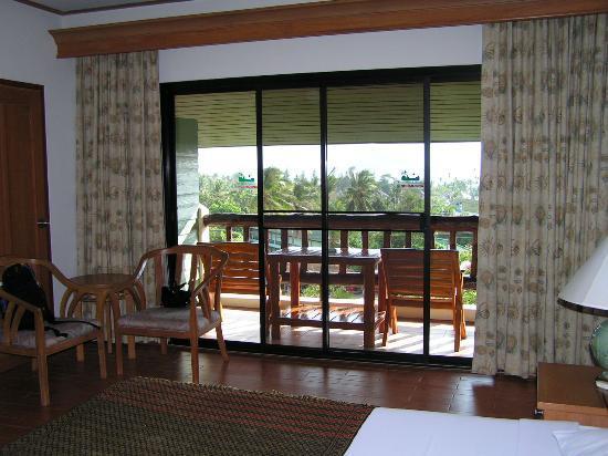 Vogue Resort & Spa Ao Nang: Room and Balcony