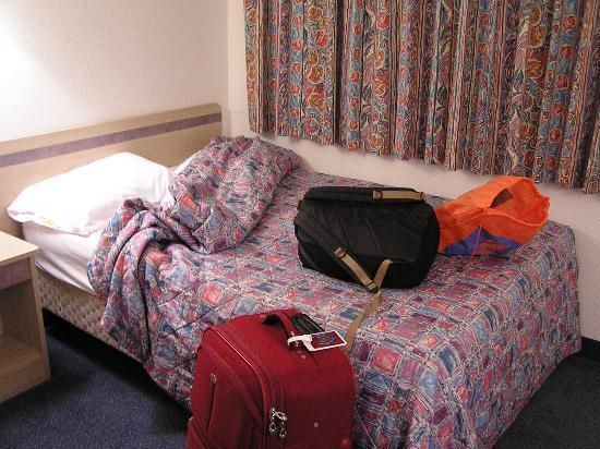 Motel 6 Blythe: Bed