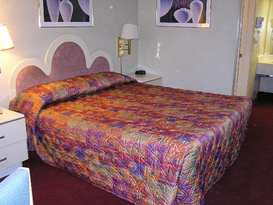 Best Western Pasadena Royale Inn & Suites: bed