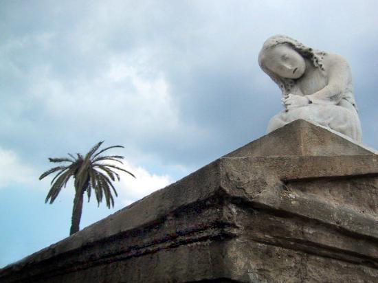 New Orleans, LA: Tomb statue