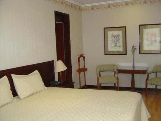 Hotel Porton Medellin: Guest room.