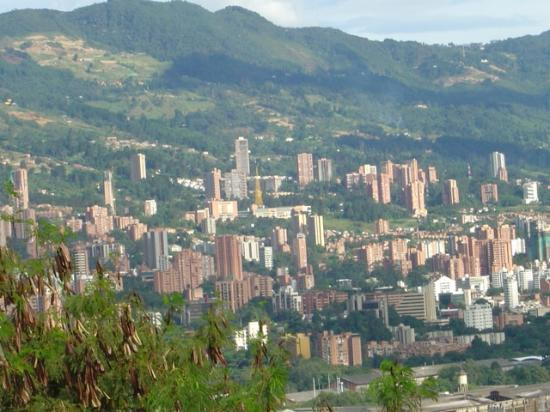 Hotel Porton Medellin: View of the city.