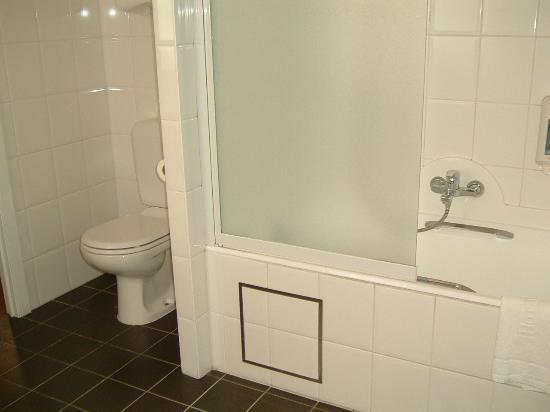 Hotel Navarra: Bathroom