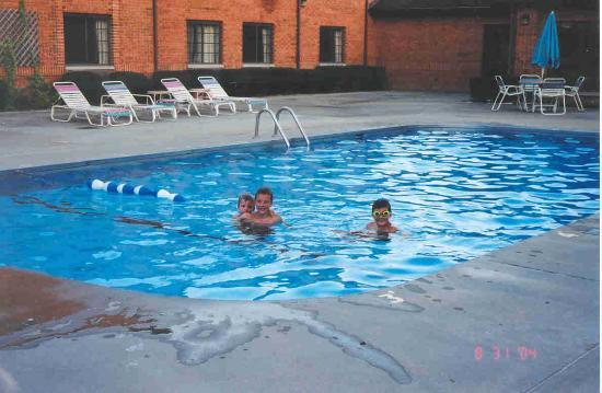 Quality Inn : Courtyard heated pool - the water is very warm!