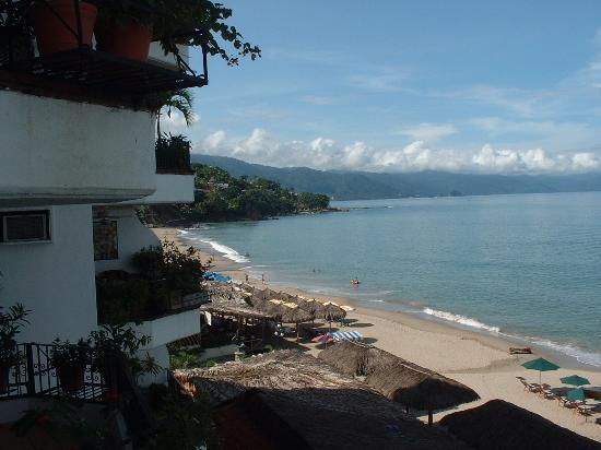 Emperador Vallarta Beachfront Hotel & Suites: View from balcony