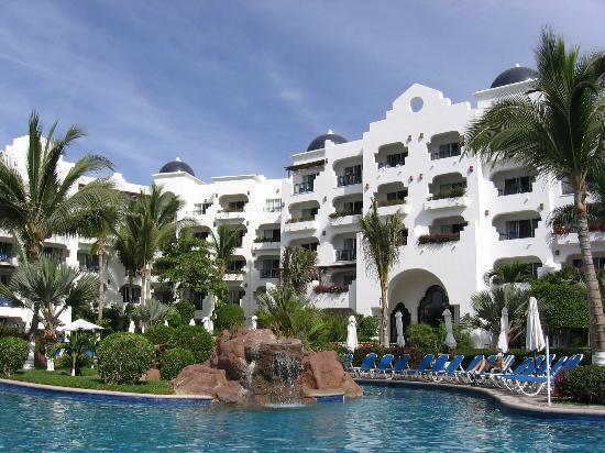 Pueblo Bonito Los Cabos: the hotel as shot from the pool
