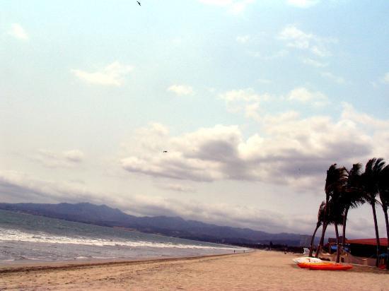 Villa del Palmar Flamingos : The beach way towards Bucerias.