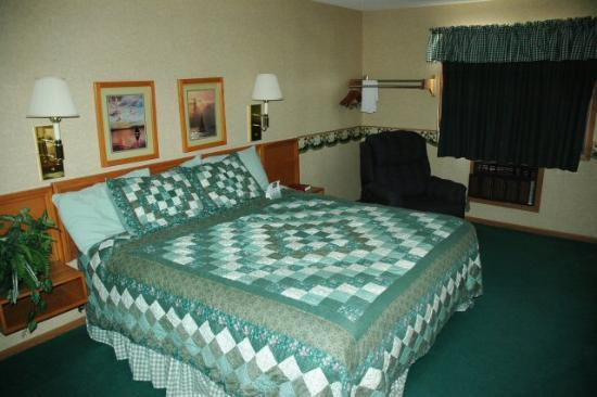 Baymont Inn & Suites Dubuque: Standard king room
